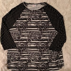 Black and White Lularoe 3x Randy Tee